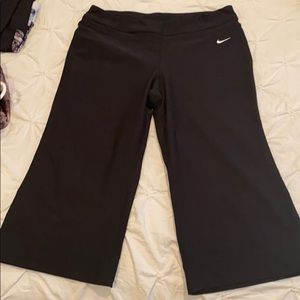 Nike capris loose fitting medium nikefitdry